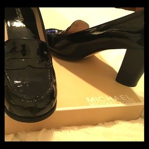 Michael Kors pumps in black patent leather
